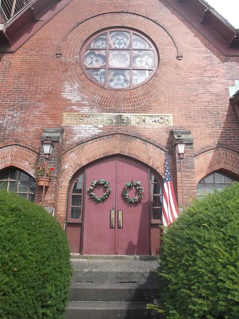 Appealing church main entrance / Majestueuse entrée d'église américaine.