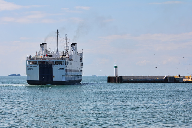 Jiimaan spins to back into west dock