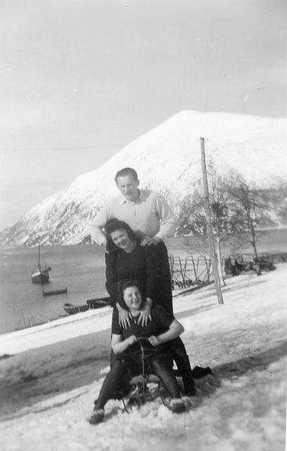 (126) Jens Bergum, Liv (Svendsen) Klungland og Hilma (Svendsen) Solem