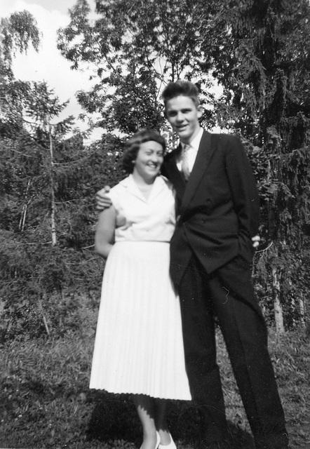 (147) Randi (Svendsen) og Stein Tryti (bildet merket 25. august 1957)