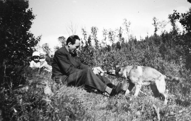 (150) Wenche (Solem) Thorsrud, Signold Solem og hunden Fauna
