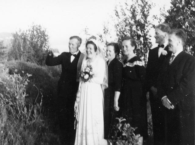 (173) Alfon Bakke, bruden Anna (Bakke), Johanna Bakke, Jenny Svendsen, brudgommen Jens Bergum, Arnold Svendsen