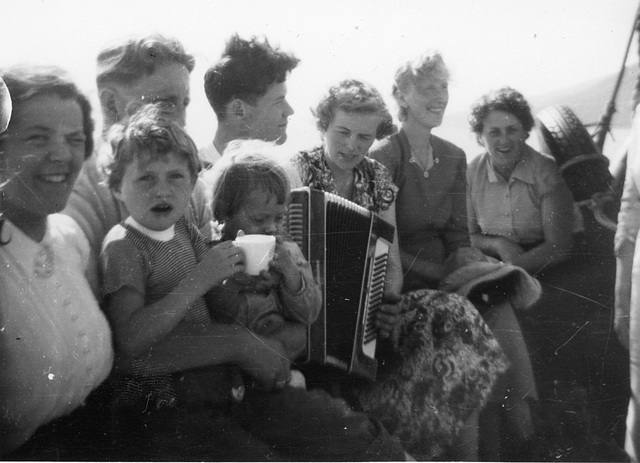 (184) Anna (Bakke) og Jens Bergum, Steinar Bakke, Alice Moe, Else Paulsen (fra Tulleng) og Haldis (Kroken) Andreassen. På fanget Tove Andreassen og Wenche (Solem) Thorsrud