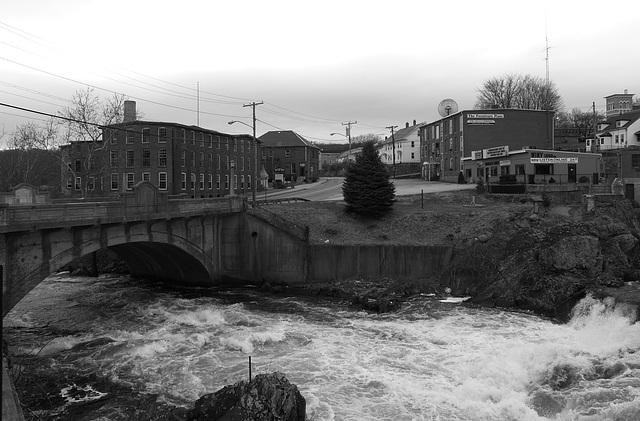 Pomfret Street Bridge, Cargill Falls, Putnam