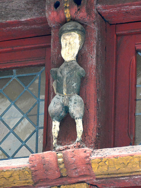 Dinan 2014 – Wooden figurines on the Rue de l'Horloge