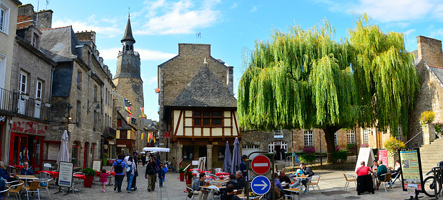 Dinan 2014 – Square on the corner of Rue de l'Horloge and Rue Auguste Pavie