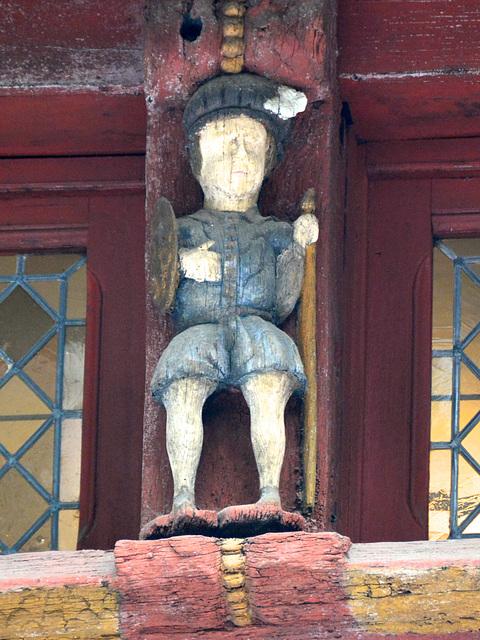 Dinan 2014 – Wooden figurines on the Rue de l'Horloge