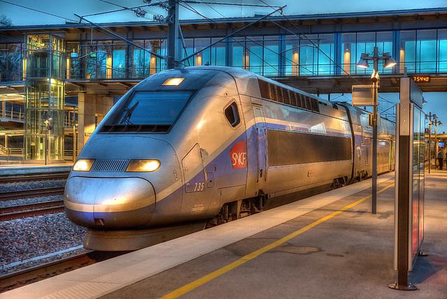 Auxons-Dessous: Gare Besançon Franche-Comté TGV: Départ du TGV 6388 pour Marseille St Charles 02.