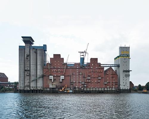 ethe Speicher am Reiherstieg. Hamburg Wilhelmsburg --- speicher-gebaeude-1160599