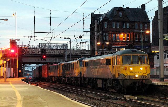 86637 & 90049 dragging 86610 `dead in train` on 4M11 (Coatbridge F.L.T. - Crewe Basford Hall)