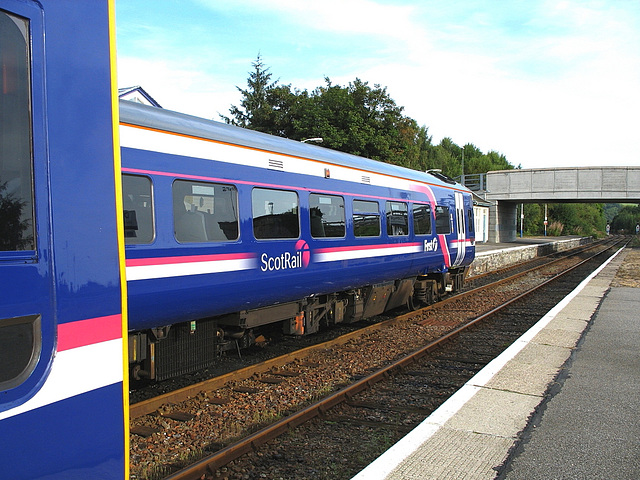 A very clean 158725 at Dingwall