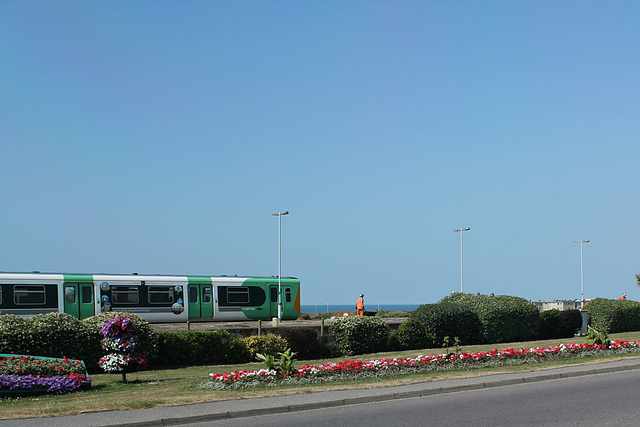 Southern 313 213 on the 10 25 passing workers reinstating Seaford's platform 2 18 7 2013