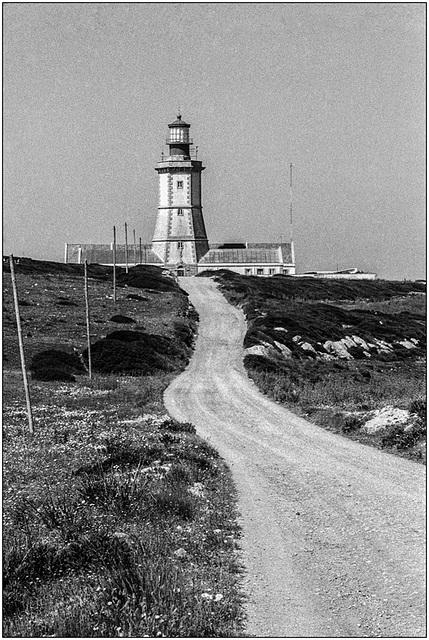 La route du phare .