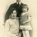 Erna og Karl Kristoffersen, med datteren Mary.