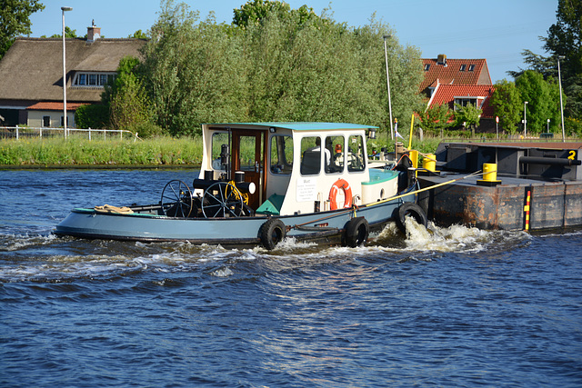 Push boat Wust on the river Zijl