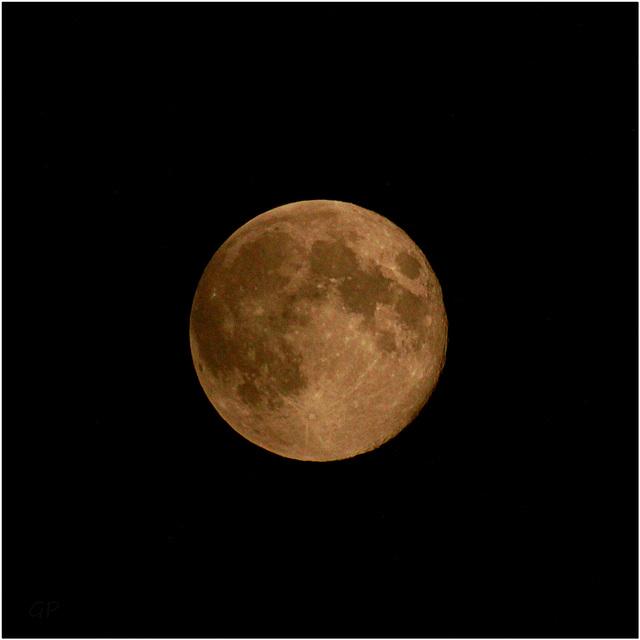 J'ai demandé à la lune  . . .