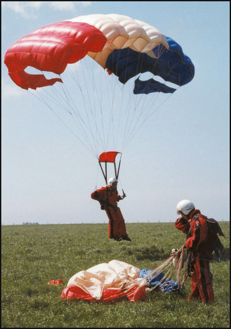 Red Devil parachutists