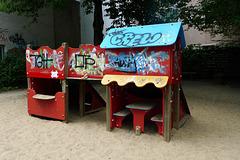 spielplatz-huette-1160973