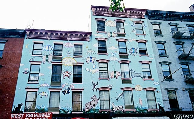 Wall painting - Parachuting animals