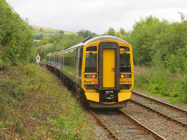 158724/158720 head North from Dingwall