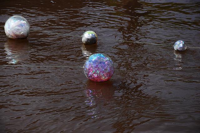 schwimmende Kunst