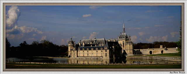 Chateau en plan large