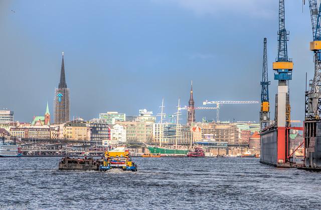 Auf der Elbe (075°)