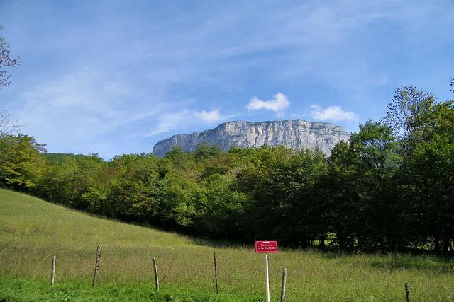 Le massif du Vercors est un massif des Préalpes, à cheval entre les départements français de l'Isère et de la Drôme, culminant à 2 341 mètres au Grand Veymont.