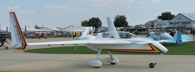 Rutan Long-Eze G-CBLZ