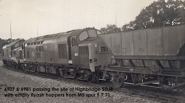 6907 & 6981 haul empty flyash hoppers from M5 spur - 5.7.1971