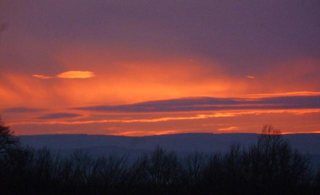 Sonnenuntergang über der Sächsischen Schweiz - sunsubiro sur la Saksa Svisio