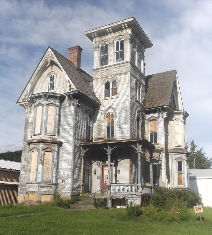Haunted mansion / Maison hantée - Recadrage