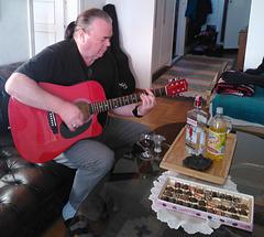 Kjell Randehed kun la gitaro
