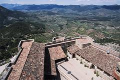 Castillo de Segura de la Sierra: desde arriba y desde abajo (en la nota)