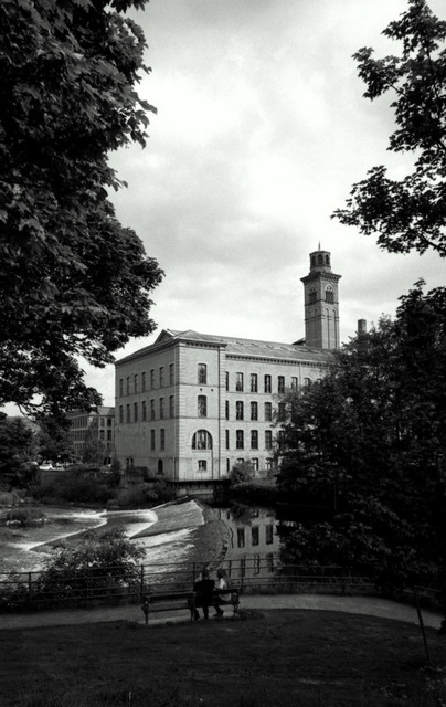 The weir on the River Aire at Salts Mill