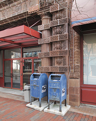 Old tired mailboxes and BVILDINC.