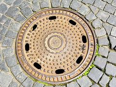 Weimar 2013 – GDR manhole cover
