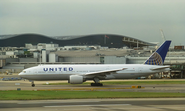 N781UA at Heathrow - 26 September 2013