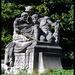 """Linke Skulptur (""""Wissenschaftler"""") vor Hanseatisches Oberlandesgericht (Hamburg)"""