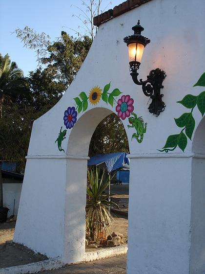 Portail floral du parc / Flowery park portal.