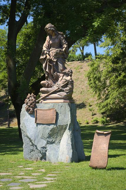 Alžbeta Durínska - Statue at Bratislava