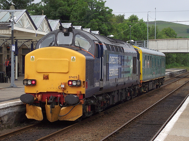 37 423 'Spirit of the Lakes' at Dingwall