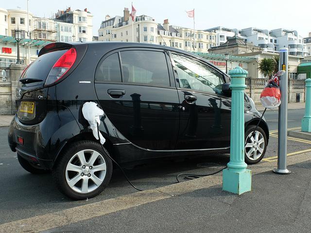 Peugeot iOn Charging - 27 September 2013