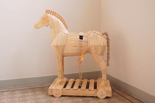 Troja ĉevalo (Trojanisches Pferd)