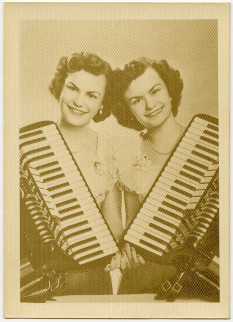 Twin Accordion Sisters