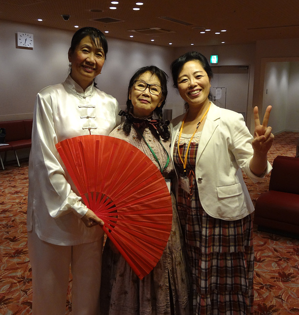 20013.10.13 Before rehearsal,they took this picture for us.Mrs.Gao,who comes from China!