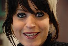 Punkette aux yeux bleus