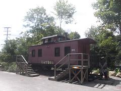 Habitat ferroviaire / Stairway to railway property.