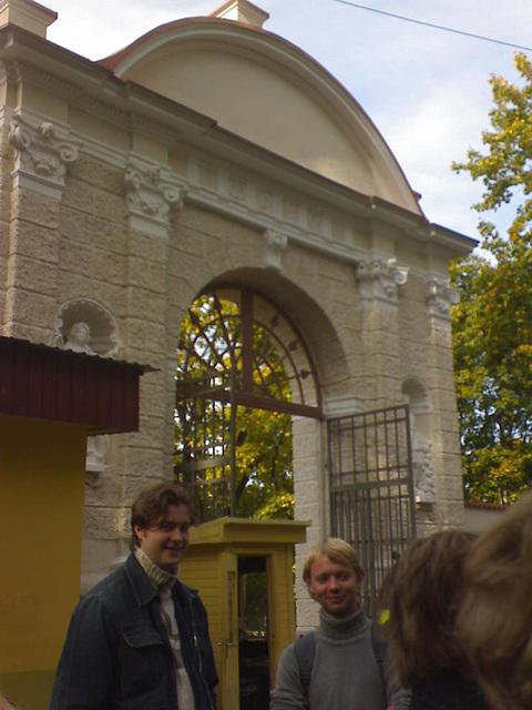 Tautvydas ir Paulius Sapiegų parko vartuose