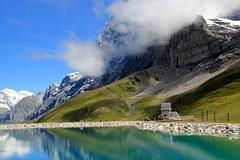 A droite, les contreforts de l'Eiger